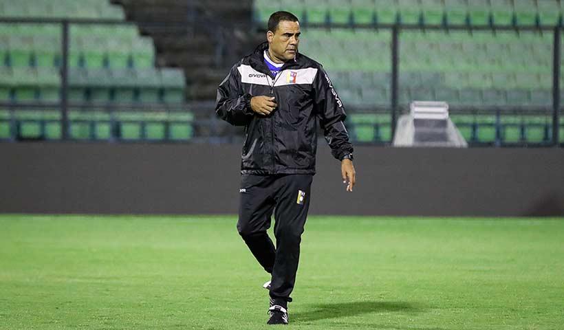"""Leonardo González: """"La idea es tener un equipo que pueda generar ocasiones de gol"""""""