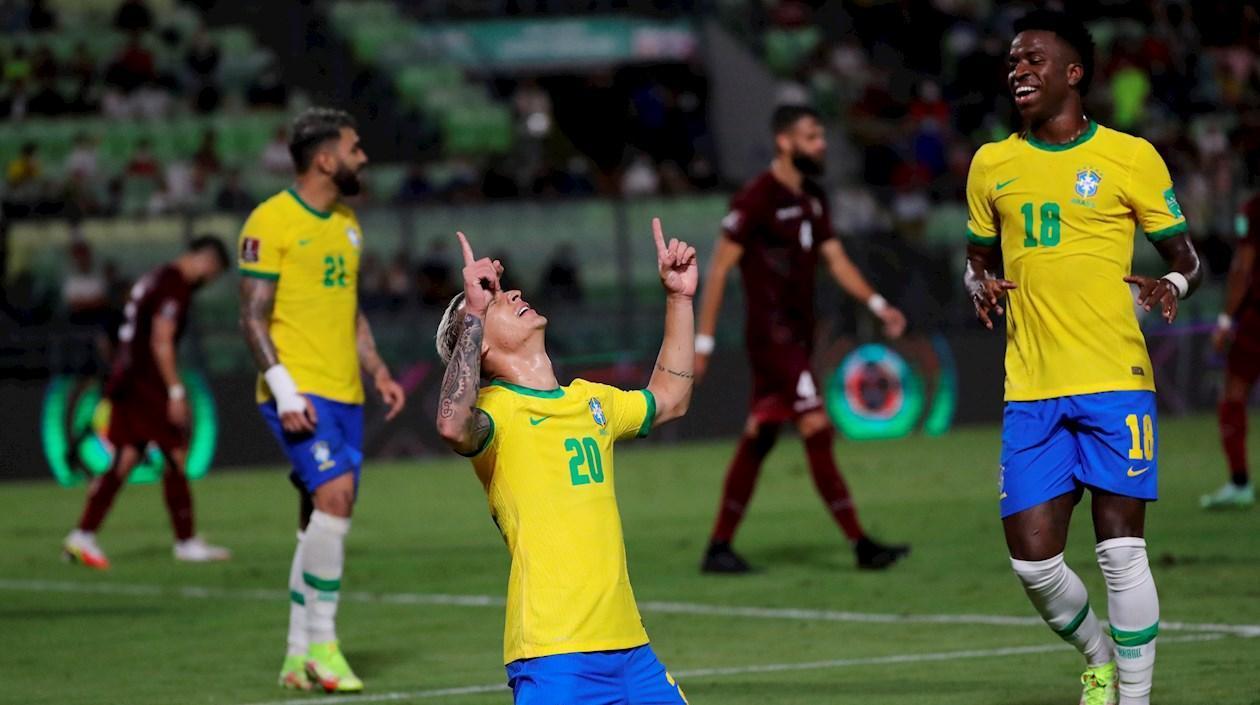 Brasil logra vencer a último momento a una Venezuela agigantada